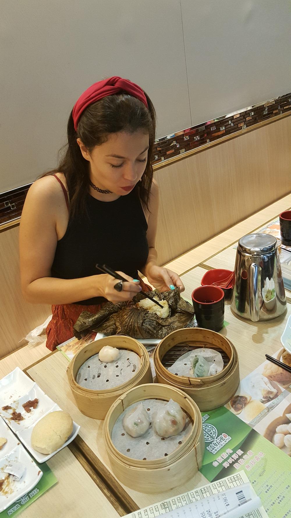 eating-dim-sum-in-hong kong