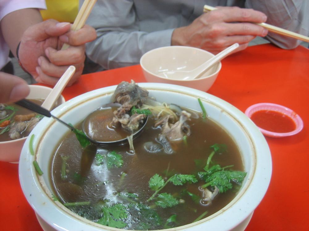 les Chinois mangent