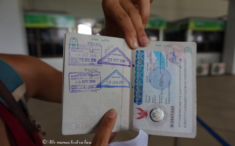 crossing border thailand laos